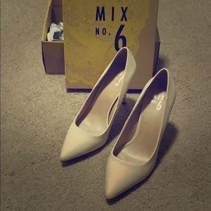 Mix No. 6 Lill pointed toe heels, size 9, nude